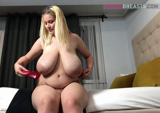 Erin Star Bra Testing Busty Blond
