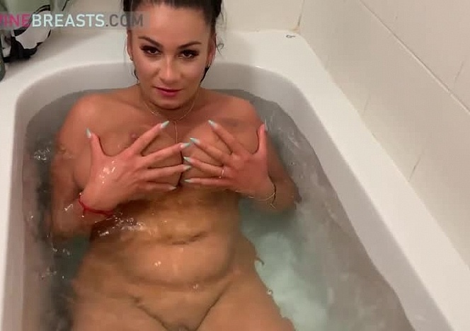 Helen Floating Big Breasts in the Tub
