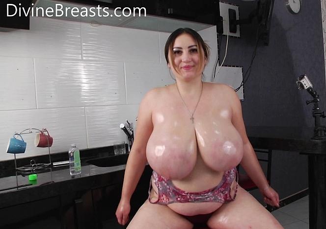 Ivanna Oiled Jiggly Tits