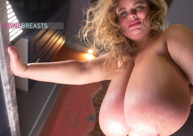 Linsey Heavy Boobs in Your Face