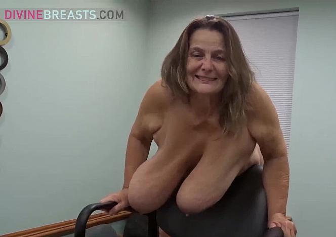 Sarah Mature Big Boobs Flirt