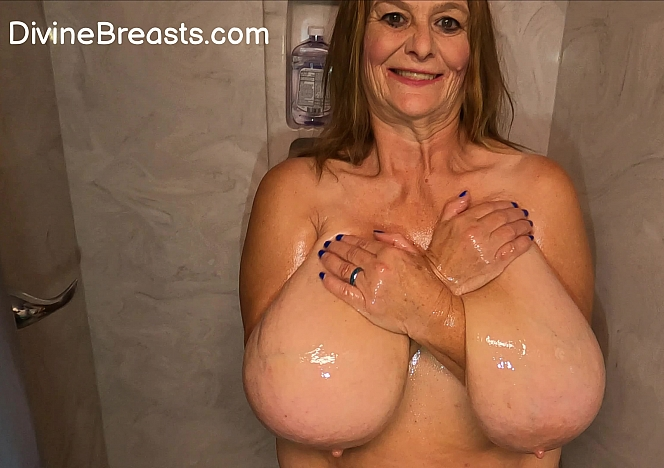 Sarah Glossy Boobs In Shower