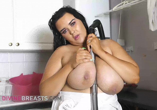 Sophie Tit Play from the Maid