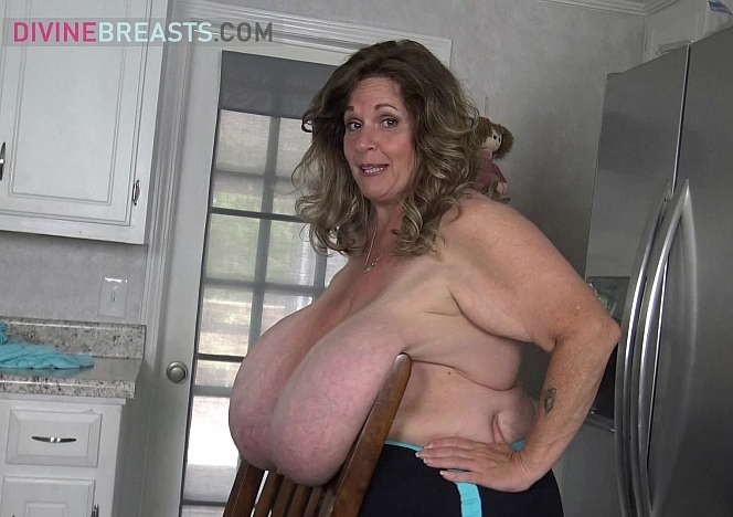 Suzie Juicy Titanic Tits Over a Chair