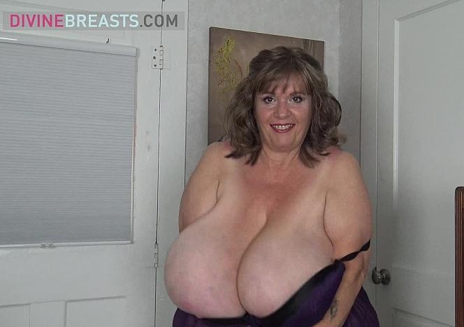 Suzie Talks Sexy with Tit Play
