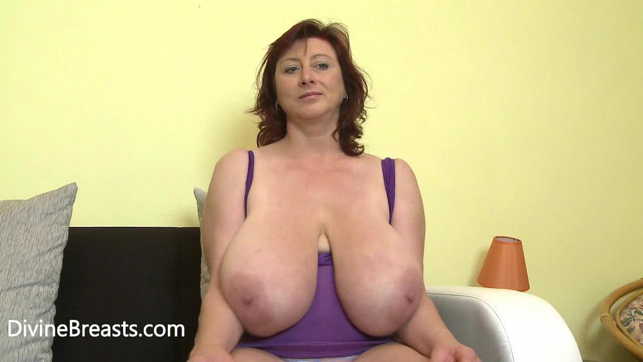 Swinging nice nipples on small saggy tits free pics